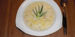Zupa serowo-porowa z mięsem mielonym