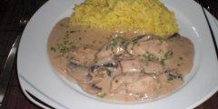 Potrawka z kurczaka w sosie pieczarkowym