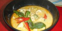 Zupa tajska z kurczakiem i mleczkiem kokosowym