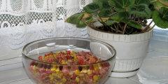 Sa�atka z pomidor�w i papryki do grilla