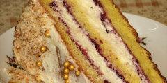 Tort �mietankowy na biszkopcie z truskawkowym d�emem