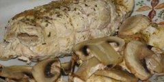Dietetyczna rolada z indyka i pieczarek