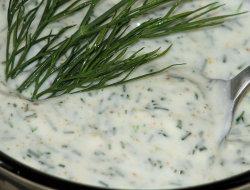 Dietetyczny sos koperkowo-czosnkowy