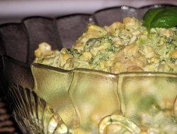 Pyszna brokułowa sałatka z kurczakiem