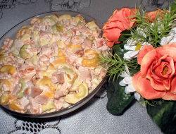 Sa�atka z makaronem tortellini i pomidorami