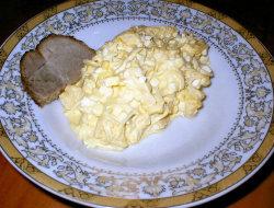 Sa�atka z ananasem i jajkami