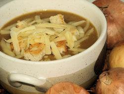 Zupa cebulowa krem z grzankami