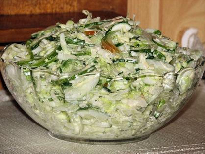Surówka na zielono z młodej kapustki - zdjęcie 2