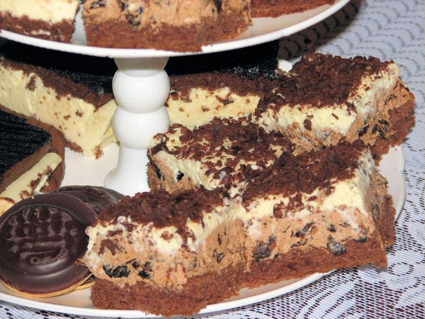 Biszkopt Z Nutella I Suszonymi Sliwkami Przepisy Kulinarne