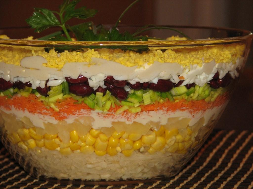 Krolewska Salatka Warstwowa Z Ananasem Przepisy Kulinarne Salatki