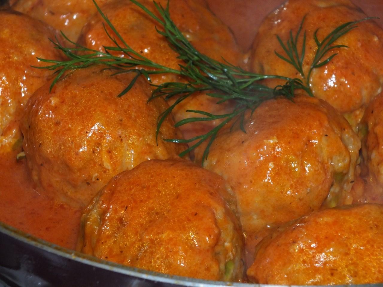 Znalezione obrazy dla zapytania Kulki ryżowe z mięsem w pomidorowym sosie