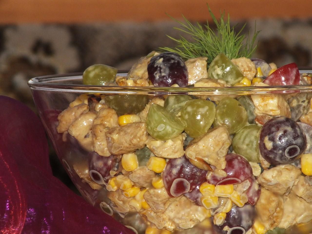 Salatka Z Piersi Kurczaka I Winogron Przepisy Kulinarne Salatki